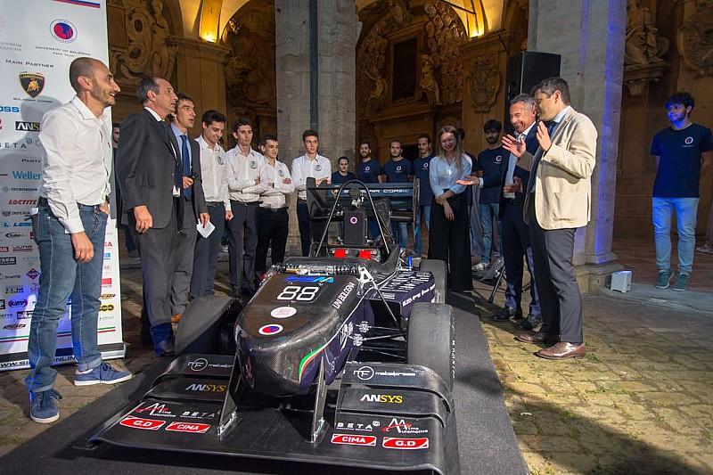 Unibo Calendario.Unibo Motorsport Ha Presentato La Sua F Sae E La Moto Elettrica