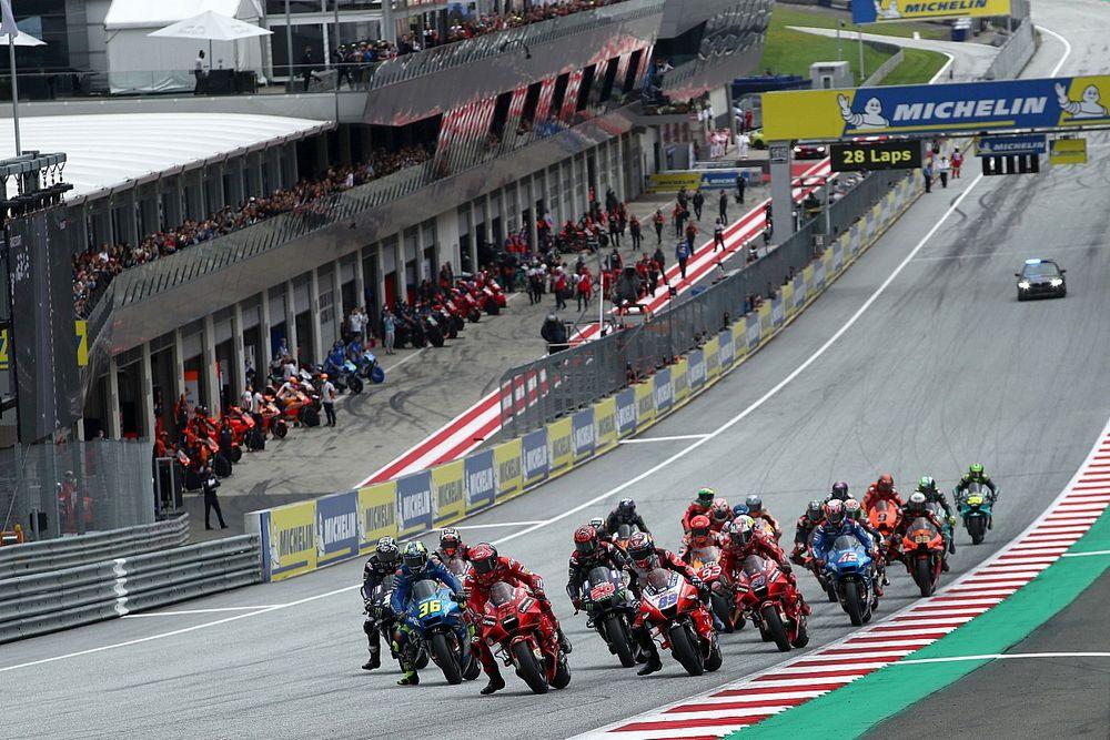 Steiermark MotoGP yarışı Pedrosa ve Savadori teması nedeniyle durduruldu