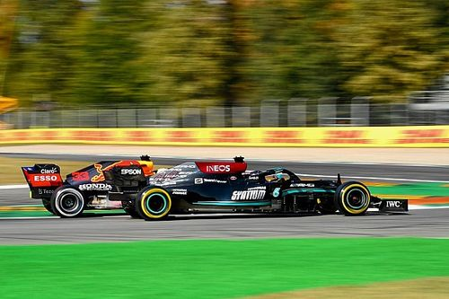 Hamilton cree que la presión de ganar está afectando a Verstappen
