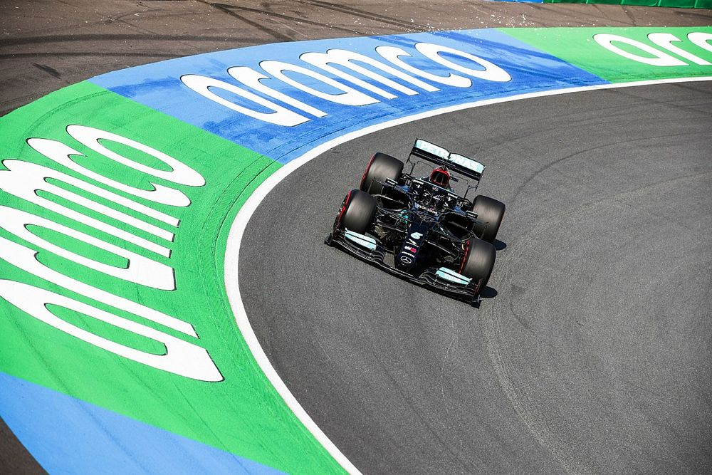 "Mercedes facing ""odd"" struggles through banked Turn 3 at Zandvoort"