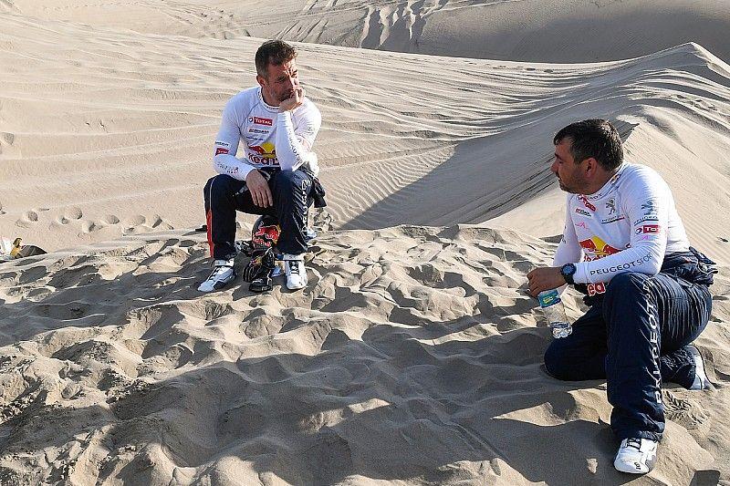 El copiloto de Loeb, Daniel Elena, se fracturó el coxis en el impacto