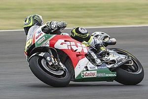 Crutchlow wint in Argentinië, Marquez bestraft voor touché met Rossi