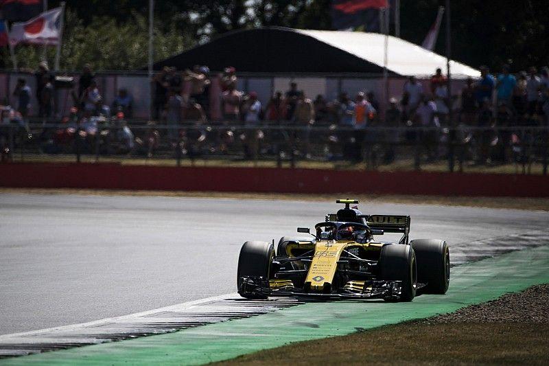 Sainz heeft medelijden met MotoGP-coureurs op hobbelig Silverstone