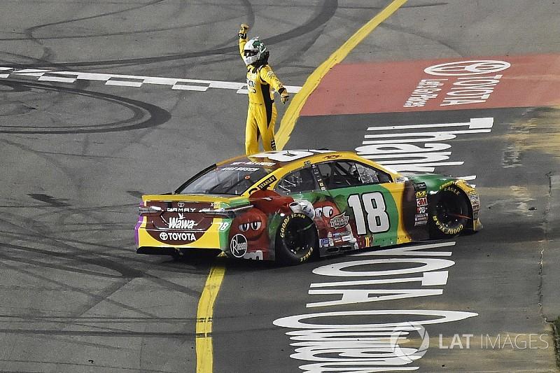 Кайл Буш выиграл гонку NASCAR в третий раз подряд