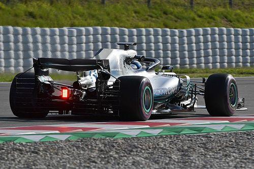 Nyitott motorborítást tesztelt a Mercedes Barcelonában