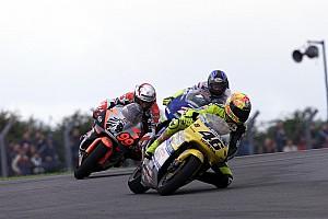 Kijktip van de dag: Rossi pakt eerste 500cc-zege op Donington