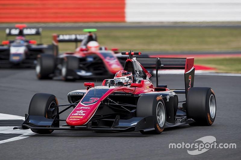 Расселл выиграл субботнюю гонку GP3 и вышел в лидеры сезона