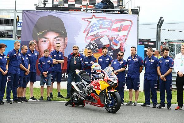 World Superbike Breaking news GALERI: WorldSBK gelar one minute silence untuk Hayden