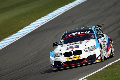 Thruxton BTCC: Collard wins race shortened by two big crashes