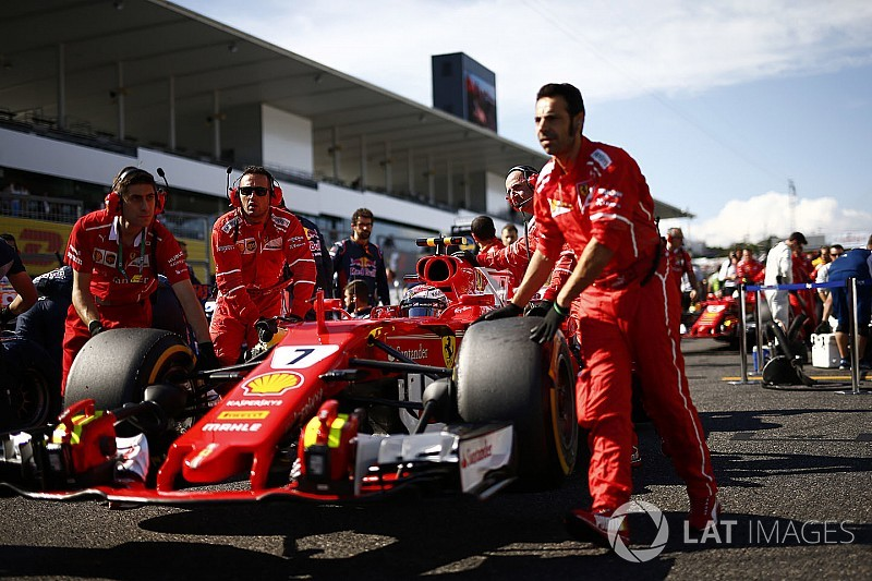 "Räikkönen perplexe face à la ""bizarre"" série d'ennuis de Ferrari"