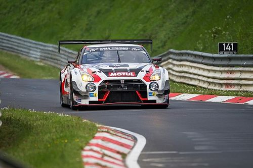 Nissan battles rivals and the weather in Nurburgring 24 Hour