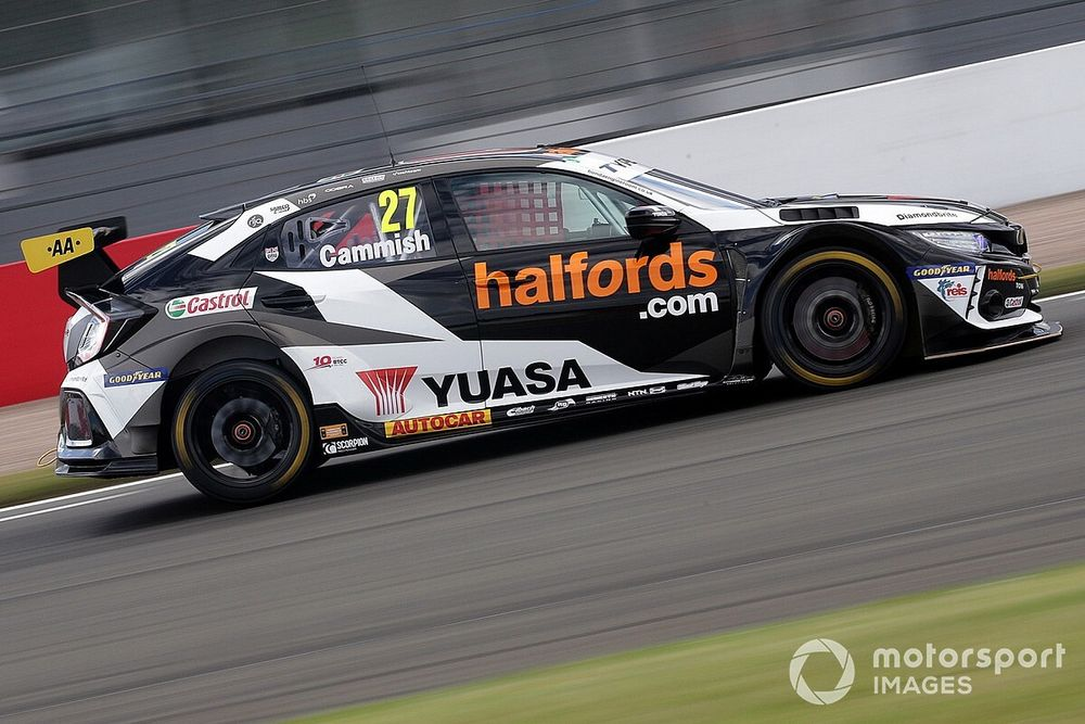 Brands Hatch BTCC: Cammish wins after Butcher's puncture