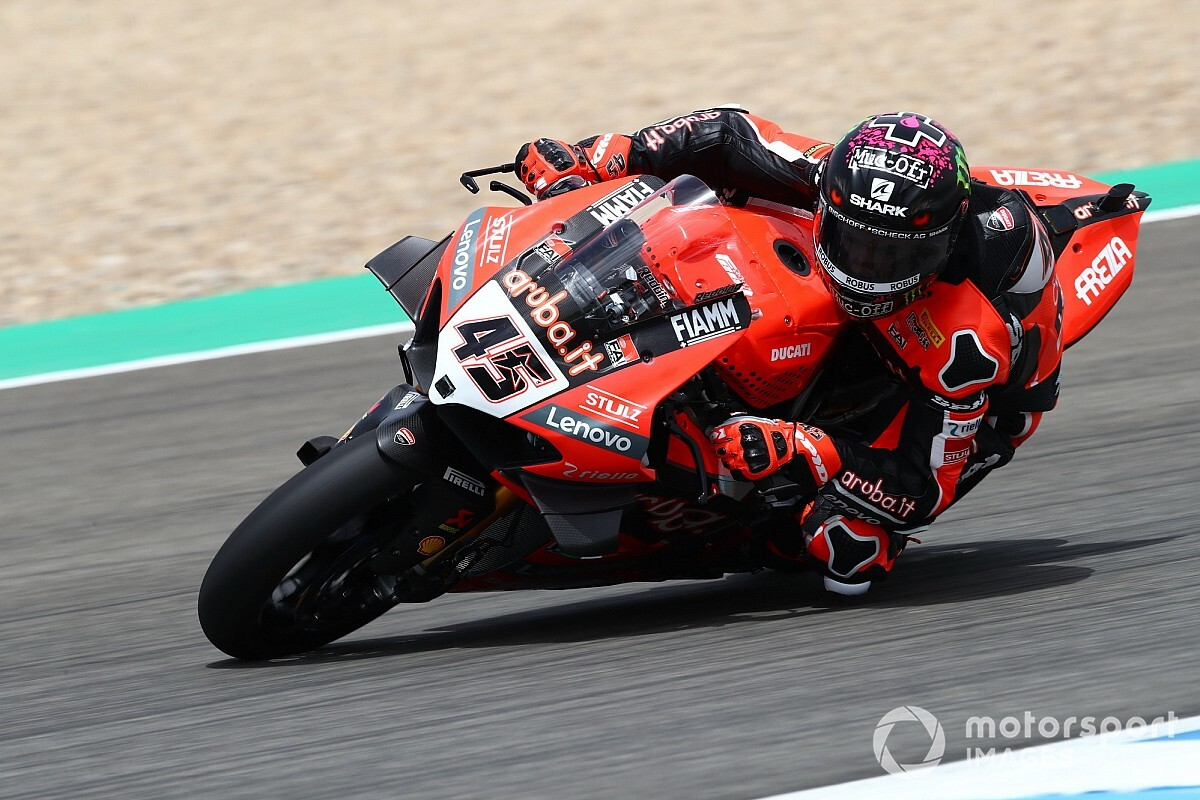 Jerez WSBK: Redding grabs first pole, Lowes crashes