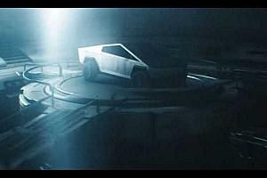 Karanténprojektként igen látványos reklámot csinált a Tesla Cybertrucknak egy rendező