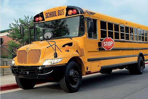 Sztriptízrúddal felszerelt partibusszal kellett kirándulni menni egy iskolai osztálynak Bostonban