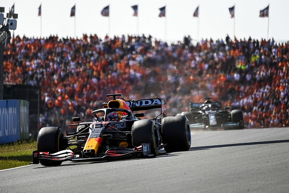 Red Bull, dispuesto a sacrificar la victoria por cubrir a Hamilton