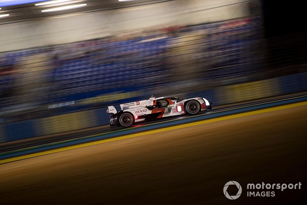 Le Mans 24h: Toyota extends 1-2 lead, rain causes chaos in LMP2