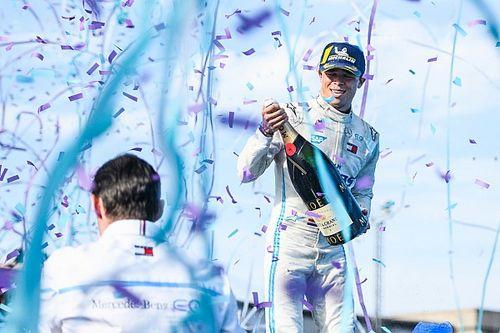 """De Vries wereldkampioen Formule E: """"Heb er geen woorden voor"""""""