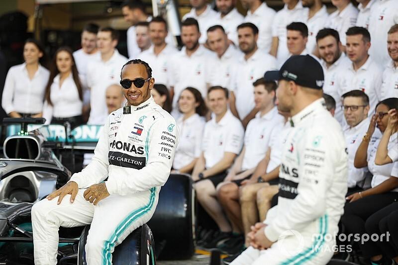 "Hamilton: ""Mercedes, F1'de kalacak"""