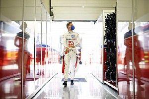 Mazepint nem érdekli az eső, Schumacher Q2-be akar jutni