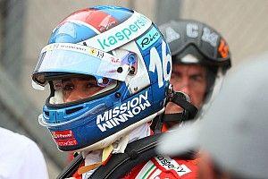 DRÁMA! Leclerc autója megadta magát a kivezető körön!