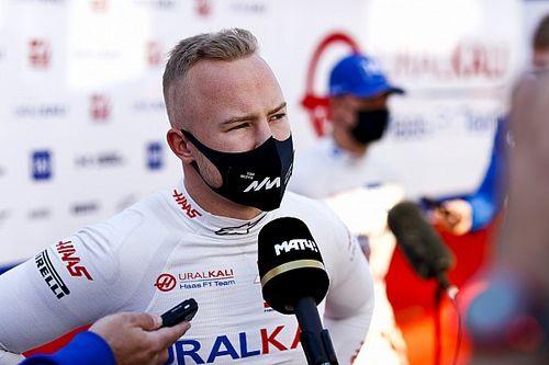 Chefe da Haas diz que F1 apela com rádios sobre Mazepin durante transmissões