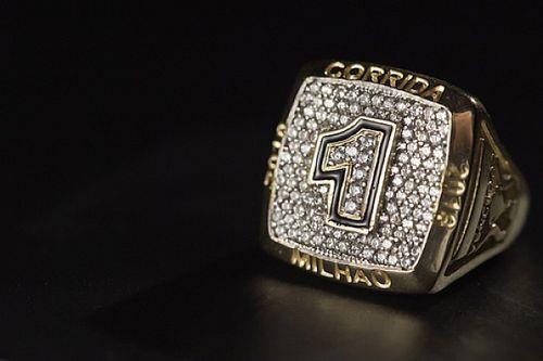 Vencedor da Corrida do Milhão leva anel de ouro 18 quilates