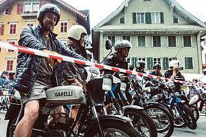 Tornare bambini in sella a un ciclomotore: evviva l'Alpenbrevet!