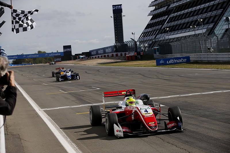 Mick Schumacher più forte di tutti, trionfo dominante in Gara 2 al Nürburgring
