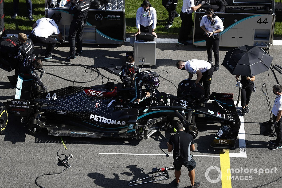 Another Mercedes F1 team member tests positive for COVID-19
