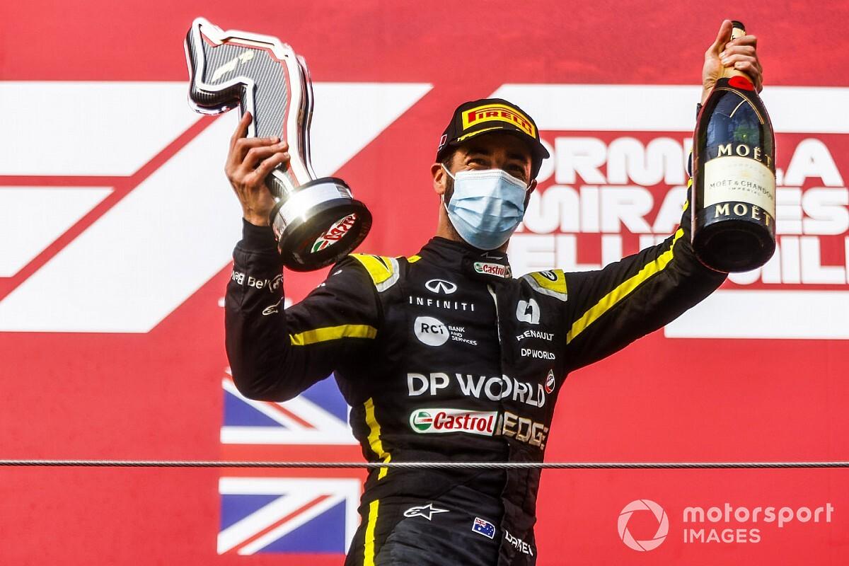 """Diretor da Renault coloca Ricciardo e mais três nomes em """"outro patamar"""" na F1"""