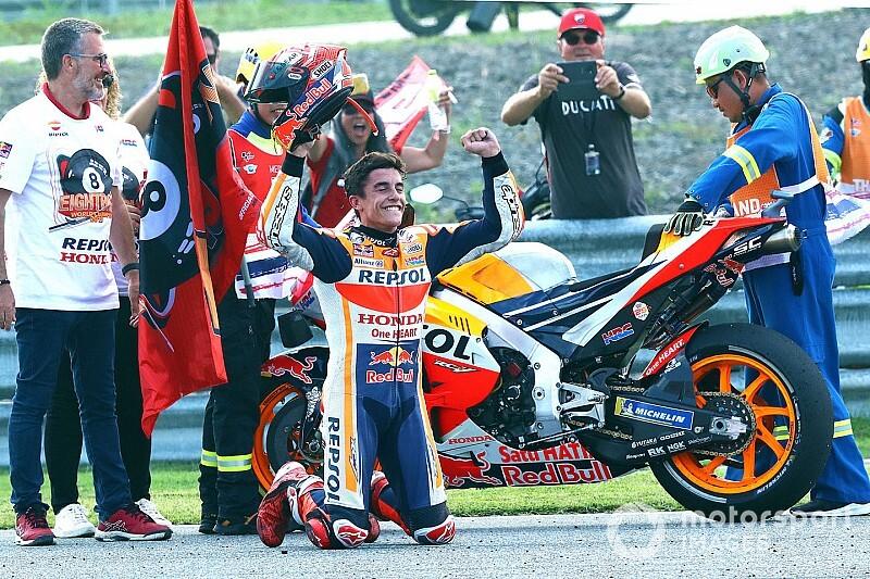 Márquez dá show, vence de maneira espetacular na Tailândia e conquista sexto título da MotoGP