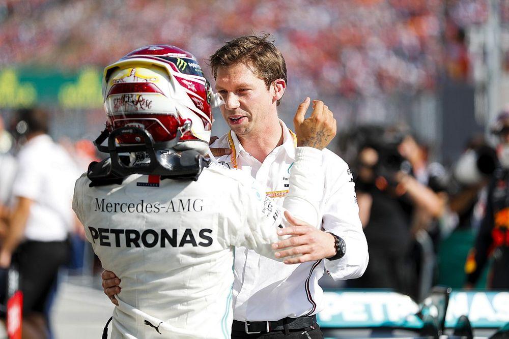 Hamilton se desculpa por duvidar de estrategista da Mercedes na Hungria