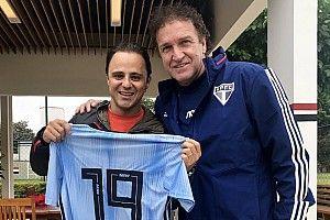 Felipe Massa visita treino do São Paulo e tira foto com Cuca