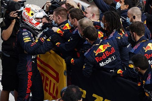 """Verstappen: """"Mercedes için işleri zorlaştırmaya devam etmeliyiz"""""""