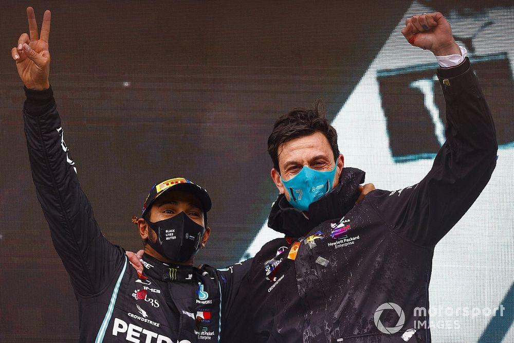 F1: Mercedes não vai flertar com outros pilotos em meio a indefinição sobre Hamilton
