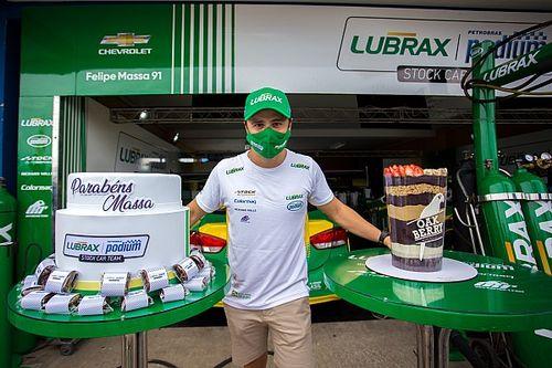 Stock Car: Massa completa 40 anos e ganha festa-surpresa em Goiânia