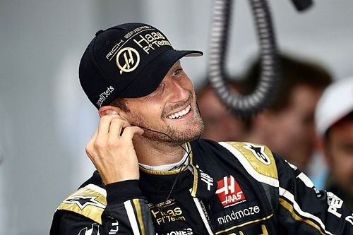 Hamilton nagyon nagy tiszteletet váltott ki az F1-es társai körében: vezér?