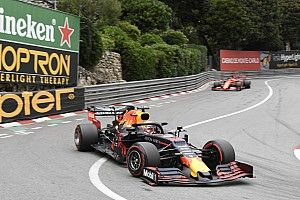 Лауда хотел поставлять Red Bull моторы Mercedes