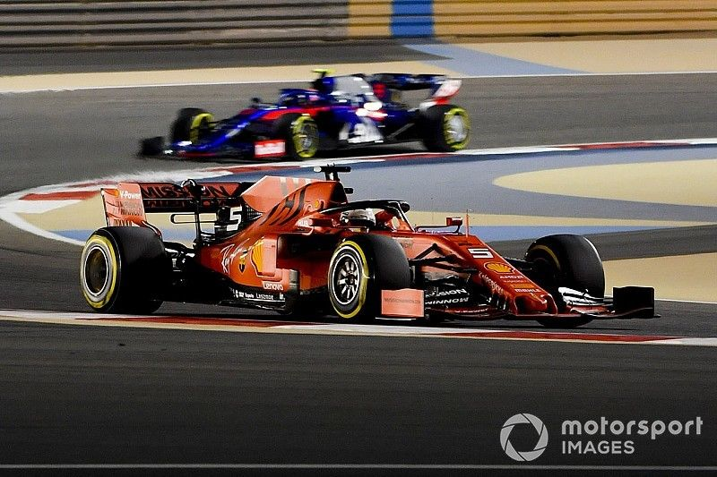 Vettel bovenaan op eerste dag in Bahrein, Red Bull achter Renault
