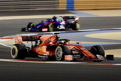 Феттель и Леклер показали лучшие времена на второй тренировке в Бахрейне