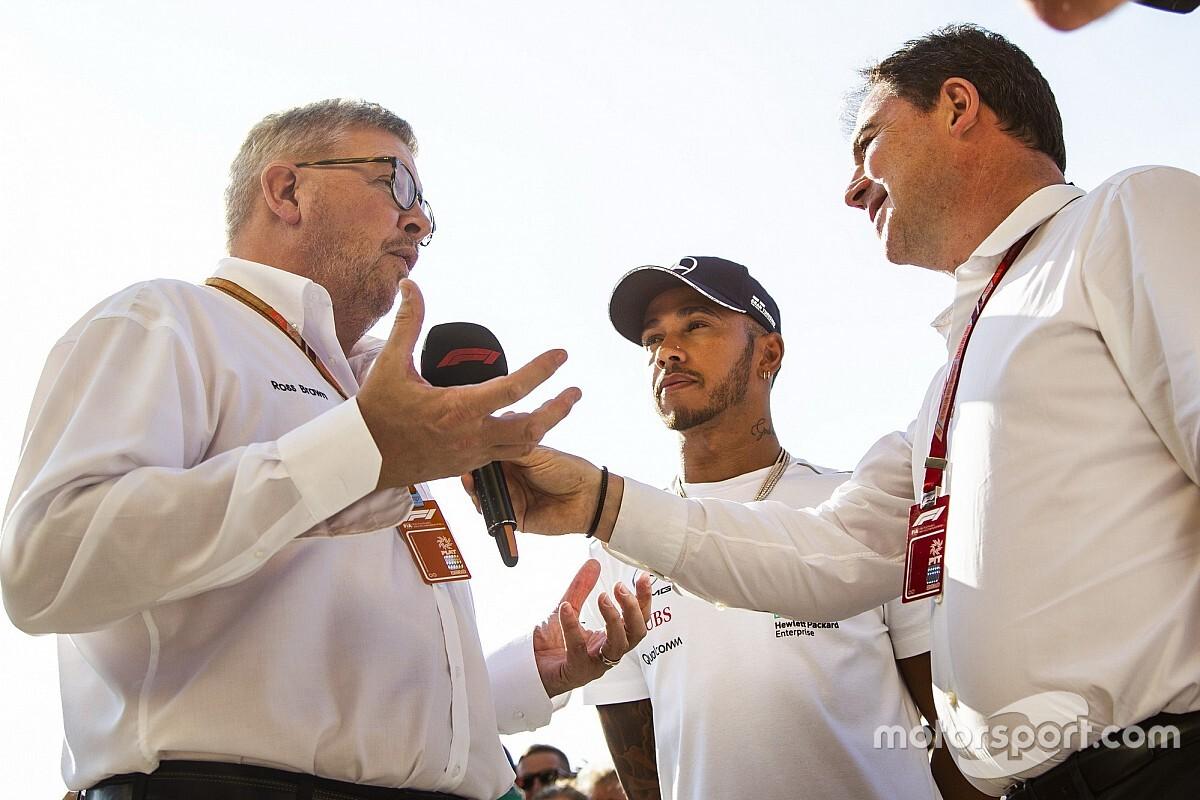 Brawn: nagy kár lenne, ha Lewis a visszavonulás mellett döntene