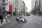 Росберг проехал по Берлину на новой машине Формулы Е
