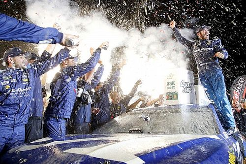 NASCAR Cup Series: Truex dominan di Kentucky