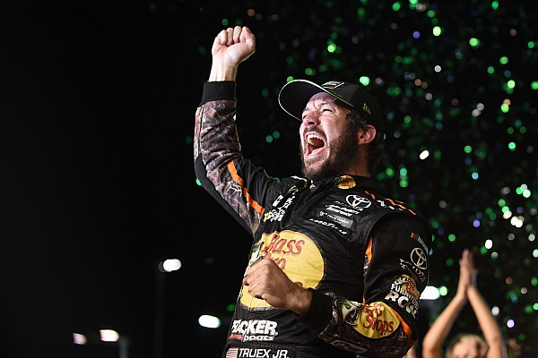 NASCAR Sprint Cup Martin Truex Jr. vence a Kyle Busch y se lleva título de la Copa