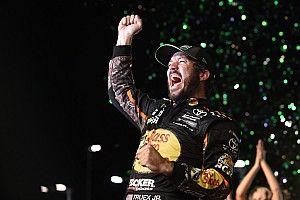 Truex Jr. fends off Kyle Busch to win 2017 NASCAR Cup title