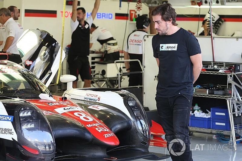Алонсо тестирует Toyota LMP1: видео