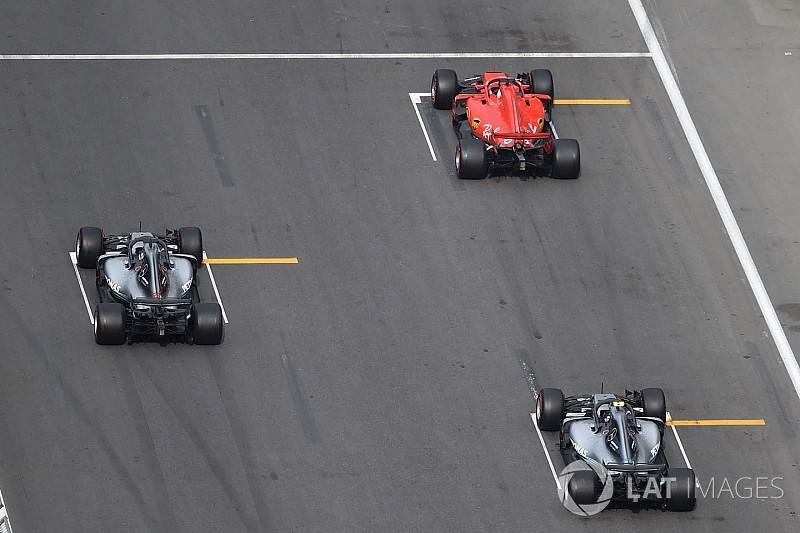 Hamilton: Ferrari'nin DRS tasarımı çok güçlü