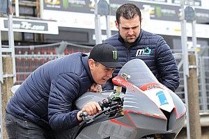 TT 2018: John McGuinness correrà per il rivale Michael Dunlop