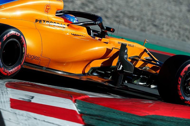 McLaren столкнулась с очередной поломкой на тестах и меняет мотор